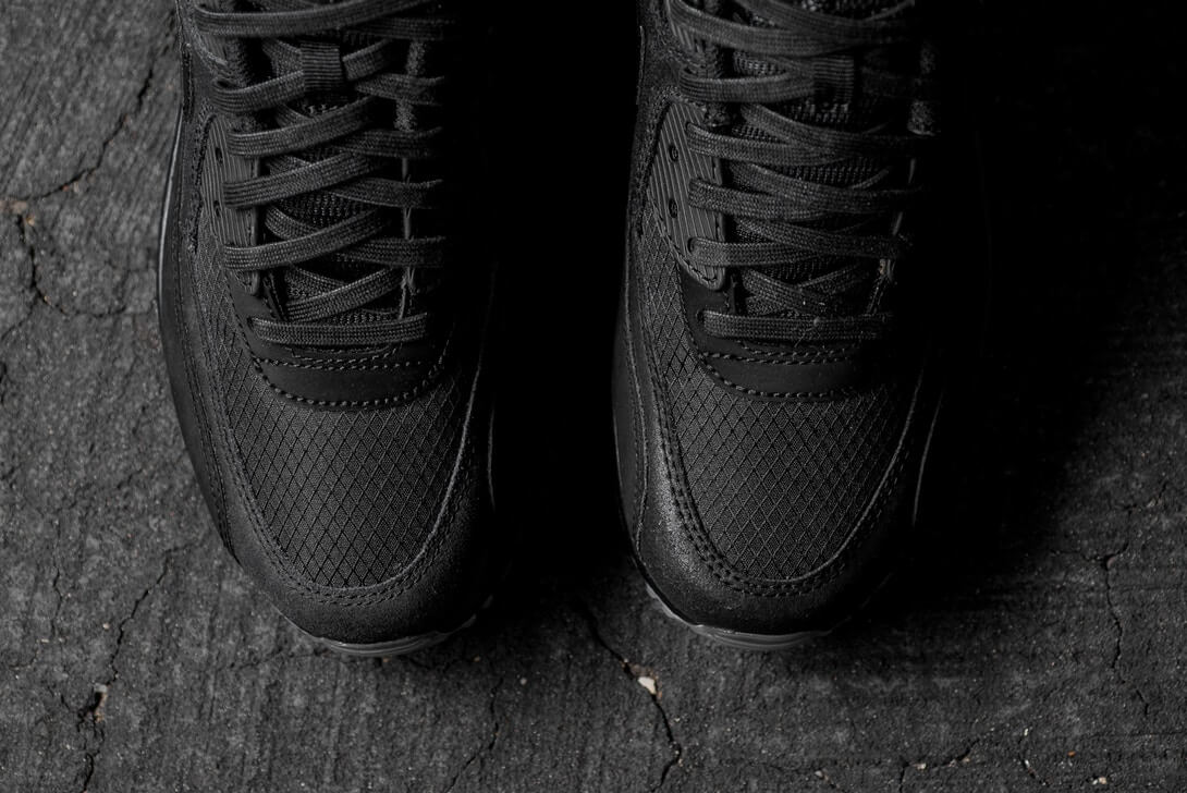 nike-black-colt-laces